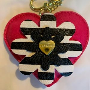 👛NWOT👛 Betsey Johnson Hearts 'n Flowers Keychain